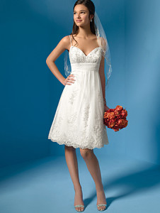 Alfred Angelo2005 Sz: 6 White Original Price: $499Our Price: $259.00