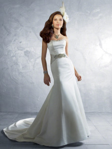 Alfred Angelo2185 Sz: 12 Ivory Original Price:$ 899Our Price: $399.00